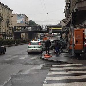 Milano, due incidenti nella notte: caccia ai pirati della strada