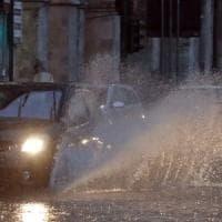 Lombardia, arriva l'ondata di maltempo: piogge intense e strade chiuse per neve