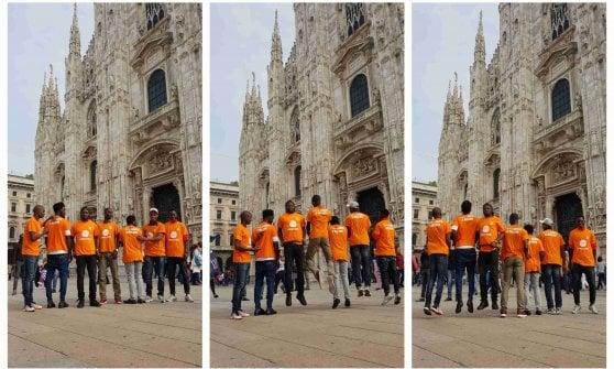 Milano, i migranti di via Corelli adottano una guglia del Duomo