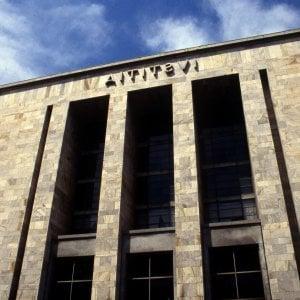 Milano, condannato per violenza sessuale minaccia di buttarsi dalla finestra del tribunale