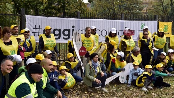 Milano, dopo #oggiraccolgoio il Comune riqualifica i giardini di via Nervesa