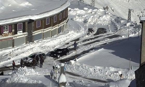 Neve in Valtellina: corsa contro il tempo per liberare le 200 persone bloccate allo Stelvio