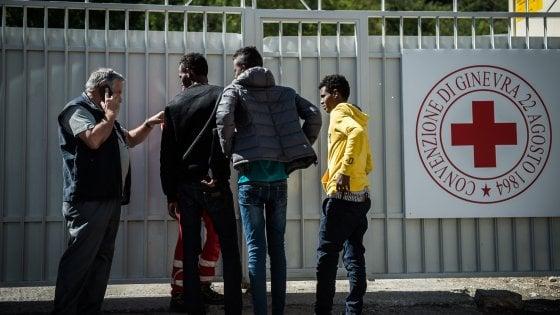 """Como, chiude il centro di accoglienza dei migranti. La Lega: """"Vittoria"""""""