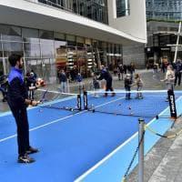 Un piccolo campo nel cuore di Milano per promuovere lo sport sognando Federer e Djokovic