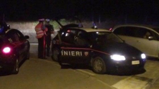 Milano, maltratta la compagna per anni, poi la minaccia con un fucile: arrestato