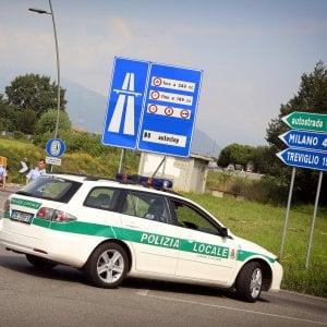 Bergamo, auto si schianta contro un palo: muore donna di 44 anni