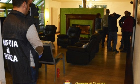 Varese, scoperta una casa di riposo abusiva: nella villa non c'erano medici né infermieri