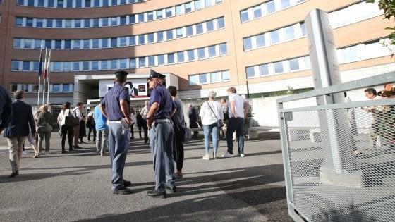 Brescia: sesso in cambio di firme su atti e certificati, condannato dipendente comunale