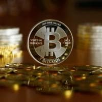 Bitcoin, trader truffato per 100mila euro da una banda dell'Europa dell'Est