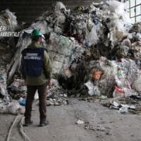 Cinisello, scoperta discarica abusiva: 60 tonnellate di rifiuti pronti per essere bruciati