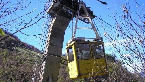 Varese, schiacciato dalla cabina della funivia: morto manute