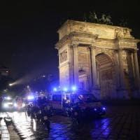 Milano, lite tra clochard a colpi di bicicletta: 41enne muore all'Arco della pace