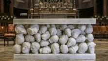 Gallarate, un altare con cento teste mozzate Proteste per la scultura nella basilica  restaurata