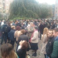 Guasto sulla M2 a Gorgonzola, assalto ai bus navetta: passeggeri infuriati