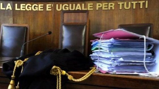 Varese, caporal maggiore in malattia da 10 anni lavorava al bar: condannato