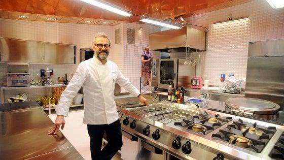 Lo chef Bottura e il cantante Elio, ecco gli Ambrogini 2018: