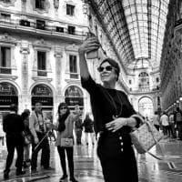 Bookcity: lavoro, amore, viaggi e selfie, gli scatti raccontano la street life a Milano
