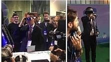 Occhialoni e touch controller, Di Maio    alle prese con la realtà aumentata  ·   Video
