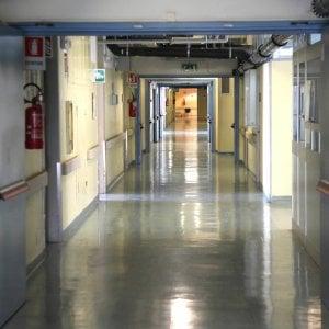 Cremona, minacce e molestie sessuali per mesi a medici e infermiere: arrestato