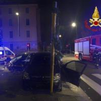 Milano, incidente stradale nella notte: 2 feriti gravi