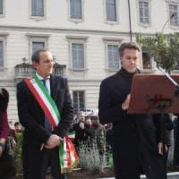 Emanuele Filiberto di Savoia a Busto Arsizio, dopo le polemiche il bagno