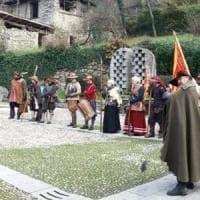 Brescia, incidente durante una rievocazione storica: figurante ustionato