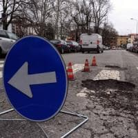 Buche, Milano ci mette una toppa: 1500 interventi per riparare le strade