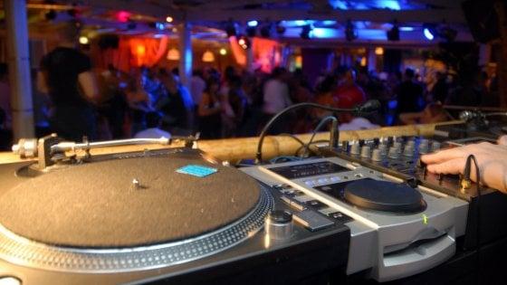 Rissa in discoteca nel Comasco: 2 ragazzi accoltellati, uno