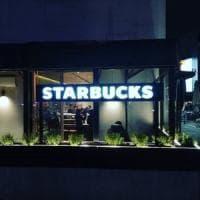 """Milano, """"soft opening"""" per il nuovo Starbucks di corso Garibaldi: ed è subito pienone"""