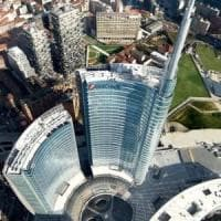 Milano, selfie sui grattacieli: indagati due minori, facevano parkour estremo