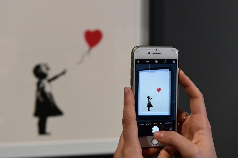 Milano, dalla strada al museo: settanta lavori di Banksy in mostra al Mudec
