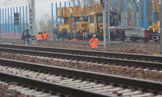 Operaio travolto e ucciso da un treno sulla tratta Milano-Brescia