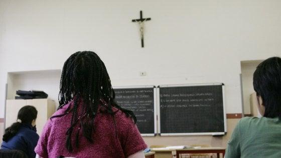 """Crocifisso nelle aule, il ministro Bussetti a Milano: """"Giusto che ci sia, è un nostro simbolo"""""""