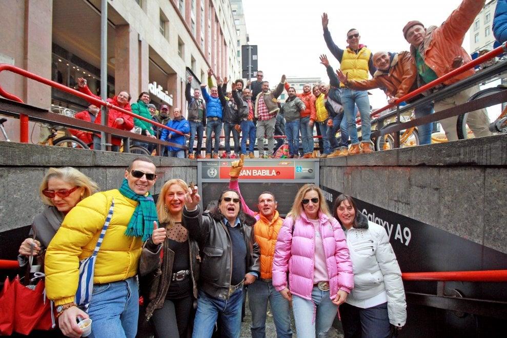 Milano, a San Babila tornano i Galli e le Squinzie: il raduno dei Paninari tra orgoglio e nostalgia