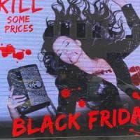 Violenza sulle donne, polemiche a Milano per la pubblicità di un marchio di moda con una ragazza uccisa
