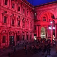 Milano, violenza sulle donne: Palazzo Marino si tinge di rosso