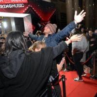 Milano, X Factor si sposta in...banca: da Anastasio ai Bowland il mini-concerto degli inediti