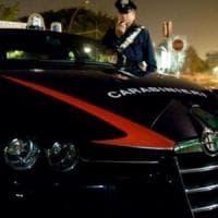 Milano, maxi rissa in centro con sassaiola: ferite lievi per due carabinieri e cinque denunciati