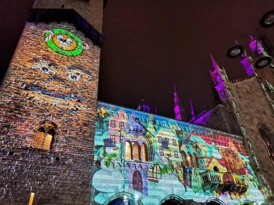 Como si trasforma in città dei balocchi: la magia delle luci di Natale sui palazzi