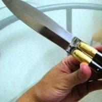 Busto Arsizio, in tribunale con sei coltelli di 18 centimetri:
