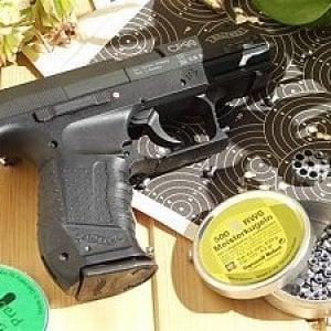 Milano, spara e ferisce vigile con una pistola ad aria compressa: denunciato