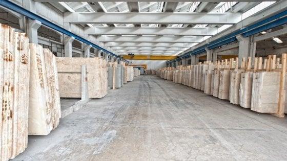 Incidente sul lavoro a Brescia: operaio muore schiacciato da una lastra di marmo