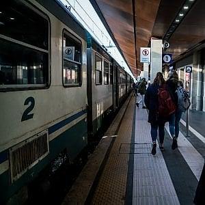 Monza, picchiato da giovani sul treno per un rimprovero: 3 arresti