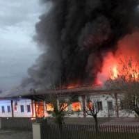 Pavia, ditta di salumi distrutta in un incendio: indagata la titolare