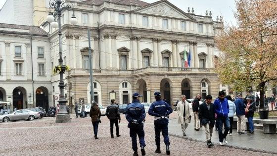 Milano, il prefetto rinvia lo sciopero dei vigili: salva la Prima della Scala