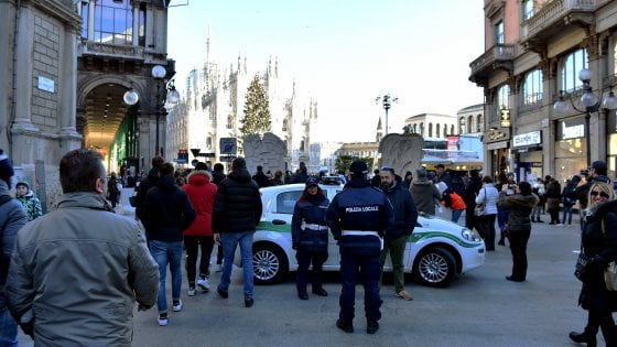 Milano, vigili in sciopero degli straordinari: in servizio 7 agenti su 300. Scoperti i turni in Duomo e nei mercati