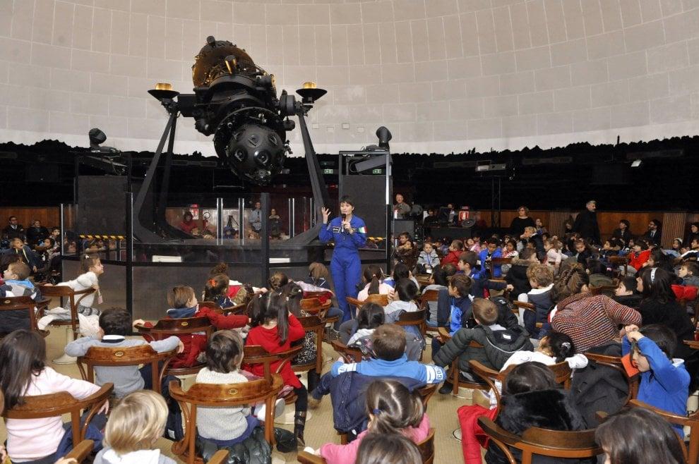 Milano, AstroSam incontra i bambini delle scuole al Planetario