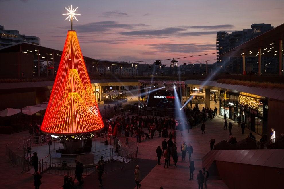Natale a Milano: a CityLife l'albero intelligente che riconosce le emozioni