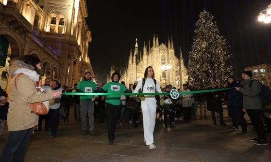 Milano, la corsa in slow motion per la giornata del volontariato: 300 metri in 30 minuti