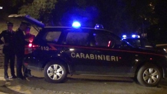 Pavia, drammatica lite: accoltella la madre e tenta il suicidio tagliandosi la gola